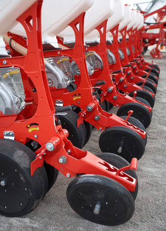 the arable land: Farming machinery, seeder grain, the agricultural industry, equipment for cultivation