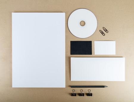 デザイナーのためのアイデンティティをブランディングのテンプレートです。平面図です。クリッピング パス。 写真素材