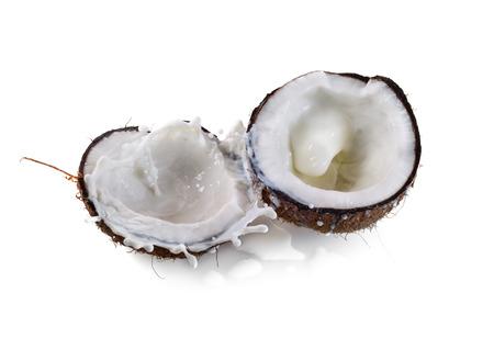 우유 스플래시와 코코넛 흰색 배경에 고립 스톡 콘텐츠