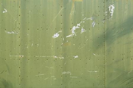 抽象では、緑の金属板縫い目やリベットのバック グラウンド テクスチャを描かれています。 写真素材
