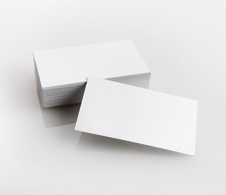 明るい灰色の背景に空白の名刺。デザイナーのポートフォリオのためのアイデンティティをブランディングのテンプレートです。