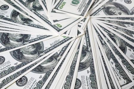 dinero falso: Primer plano de un montón de billetes de cien dólares. Mucho dinero. Mucho dinero. Dinero falso. enfoque selectivo.