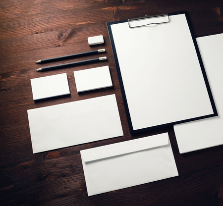 Blank corporate identity template on wooden background. Responsive design mockup. 版權商用圖片