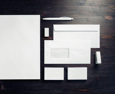 Plantilla de papelería en blanco para colocar su diseño. Maqueta de identidad de marca. Vista superior. Endecha plana. Foto de archivo