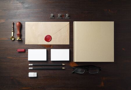 Blank stationery mock-up. Template for branding identity on wooden background. Flat lay. 스톡 콘텐츠