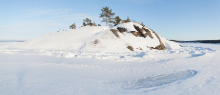 Ice and hummocks on the bank of the winter  Barents sea   panorama