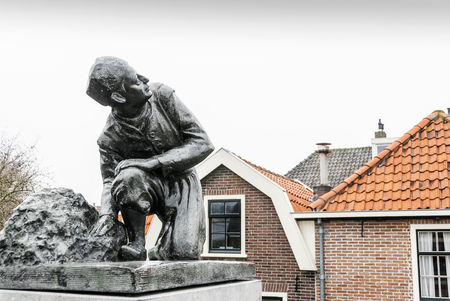 statue of a boy with his finger in dike Spaarndam Netherlands Stockfoto - 106153622