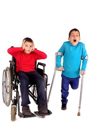 gehandicapte kinderen geïsoleerd in het wit Stockfoto