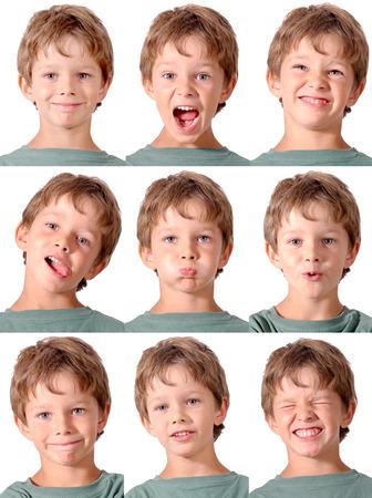 얼굴 표정을하는 어린 소년