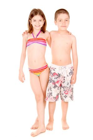 niños pequeños con trajes de baño aislados en blanco Foto de archivo