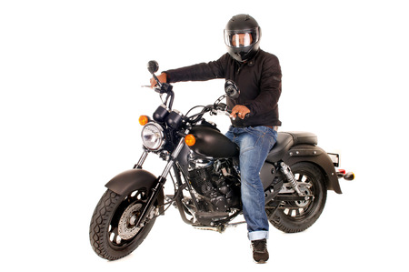 casco de moto: hombre guapo con su motocicleta aislado en blanco