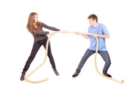 pelea: Lucha de los pares aislado en el fondo blanco