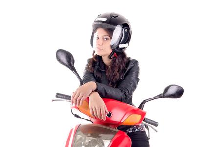 mujer joven con motocicleta aislada en blanco