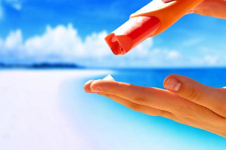 suncream: Woman hands putting sunscreen from a suncream bottle Stock Photo
