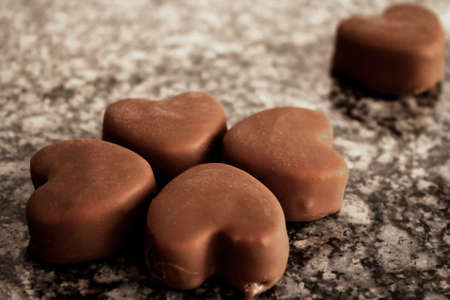 Ice cream bonbons with a heart shape and a solitary one Foto de archivo