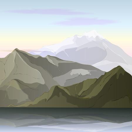 추운 아침 하늘 배경에 위엄 있고 조용한 산봉우리