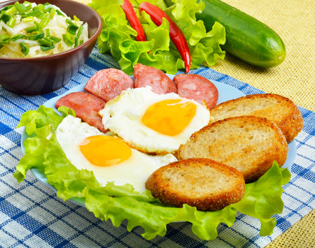 english cucumber: English breakfast - toast, egg, bacon and vegetables. Salad, cabbage, cucumber.