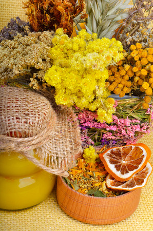 wild oats: Medicinal herbs with honey, calendula, oats, immortelle flower, tansy herb, wild rose, dried lemon.
