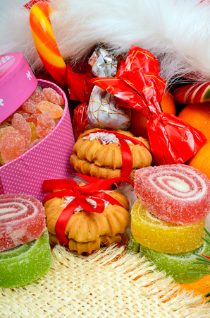 Christmas background, lollipops, sweets, jellies and pastry. Standard-Bild