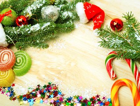 Weihnachten Hintergrund, Lutscher, Kiefer Zweig, Süßigkeiten, Gelees Standard-Bild - 67644195