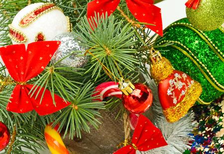 Christmas background, lollipops, pine twig, sweets, jellies. Standard-Bild