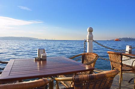Cafe am Strand in der Türkei . Früher Morgen Standard-Bild - 95095429