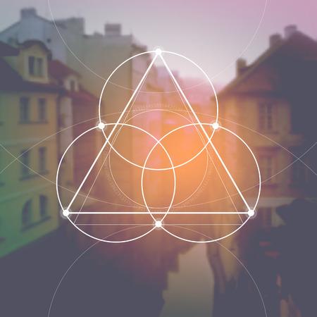 Bloem van het leven - het in elkaar grijpende cirkels oude symbool voor vage fotorealistische aardachtergrond. Heilige geometrie - wiskunde, natuur en spiritualiteit in de natuur. De formule van de natuur. Stock Illustratie