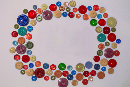 Bright, colorful background of buttons of different sizes and types. In the center is a bright space. Creative, creativity, fun. Accessories for sewing. Banque d'images
