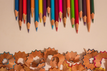 Sentiment, readiness, focus on result. A series of sharp colored pencils on a light background. Banque d'images