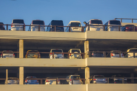 Import, sale of imported cars. Large selection of models. Parking in the open air. Blue sky, side sunlight. Banque d'images