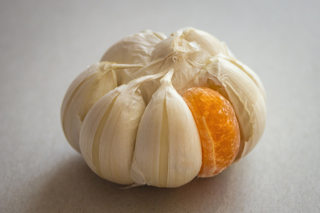 Among the white slices of garlic is one sweet, orange, from mandarin. If you are suitable, it does not mean that the place suits you. Other, different, better.