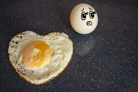 Fried egg, heart shape. The poor fellow has been burned out of love. The object of adoration remained indifferent. Unrequited love, fiery passion. The picture is made by the author.