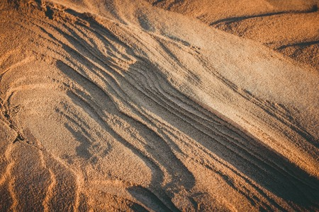 Desert, sand dune, layered structure. Evening sunlight, toning, vignetting. 스톡 콘텐츠