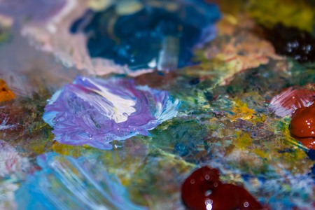 Blue, brown, lilac colors are mixed on the palette. Abstraction, artistic creativity. The edges are blurred. Imagens