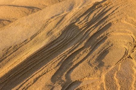 Sand dune stratification. Natural landscape. Lateral sunlight, evening. Imagens