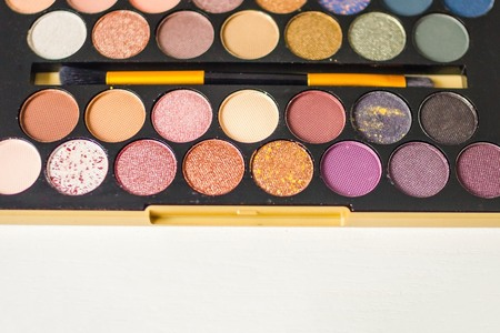 Set of eyeshadow, bright colors. Festive, evening makeup, decorative cosmetics. The top edge is blurred. Copy space. Imagens
