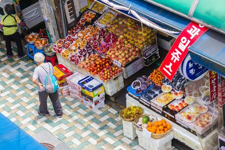 Busan / South Korea - 07/09/2019: Touristic street, market with traditional food, fruits. Traveling in Korea, local culture and traditions. Foto de archivo - 144178851
