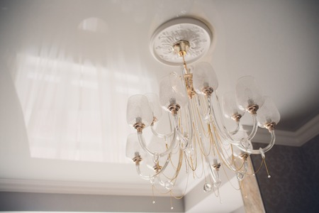 Contemporary chandelier made out of the light bulbs 免版税图像