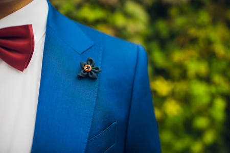 Beautiful boutonniere of the groom. Design a boutonniere. Wedding day Imagens