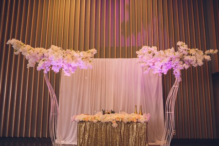 Details of decoration of Grooms and Brides wedding table on wedding party. Decoration by pink fabric and flowers. Bonbonnieres with honey for guests. 스톡 콘텐츠