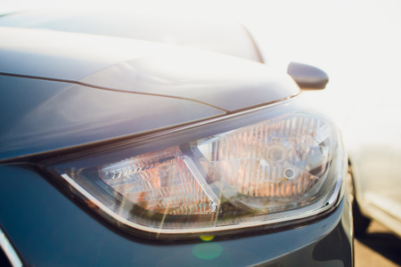 Car headlight with shallow depth of field Banque d'images