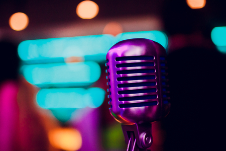microphone on a stand up comedy stage with reflectors ray, high contrast image Banque d'images - 114254143