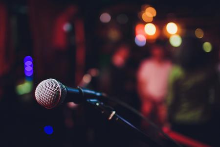 microphone against blur on beverage in pub and restaurant background Standard-Bild