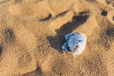 Used baby diaper left unattended at the beach. Stockfoto