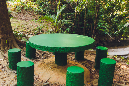 Empty wood table top on blurred background from tropical rainy forest, space for montage you products. Foto de archivo - 120597343