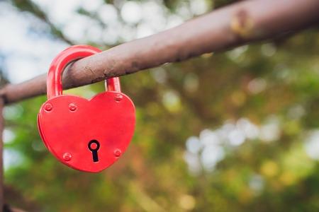 Symbolic love padlocks fixed to the railings bridge. Stockfoto