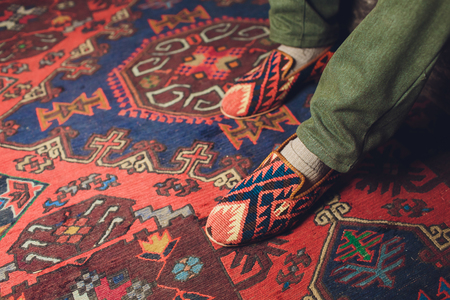 Oosterse handgemaakte wollen tapijt achtergrond, oude textuur.