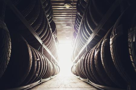 Sports et transports Produits en caoutchouc pour pneus , Groupe de pneus neufs à vendre dans un magasin de pneus.