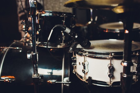 Drum kit on stage in the spotlight color. Stockfoto
