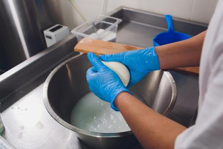 Processus de production de fromage mozzarella, processus de fabrication de fromage.